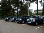 les véhicules des observateurs européens.